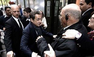 """Nicolas Sarkozy a jugé lundi qu'il fallait """"respecter"""" et """"apporter une réponse"""" aux électeurs du Front national, dont la candidate Marine Le Pen à recueilli dimanche 18% des suffrages au premier tour de l'élection présidentielle."""