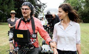 Le réalisateur Ziad Doueiri et  Anna Mouglalis (Amélie Dorendeu) sur le tournage de « Baron Noir », qui a opté pour l'écotournage pour sa dernière saison.