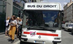 Lyon, le 6 juin 2018. Le Bus du droit va sillonner les quartiers de la métropole à compter du 12 juin pour favoriser l'accès au droit.