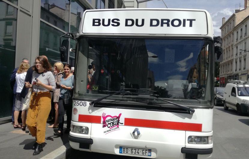 Lyon: des permanences gratuites davocats assurées dans un bus pour