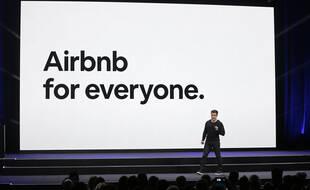 Le directeur général de Airbnb, Brian Chesky, lors d'une conférence à San Francisco, le 22 février 2018.