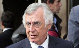 """Le député PS Yves Durand a annoncé dimanche qu'il renonçait à son mandat de maire de Lomme (Nord) pour se conformer à la règle de non-cumul adoptée par son parti, estimant difficile d'exercer ces deux charges de front et plaidant pour de """"nouvelles pratiques politiques""""."""