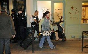 Une perquisition a été menée en présence du suspect, vendredi soir, pendant quatre heures, à son domicile, rue des Vinaigriers dans le Xème arrondissement de Paris.