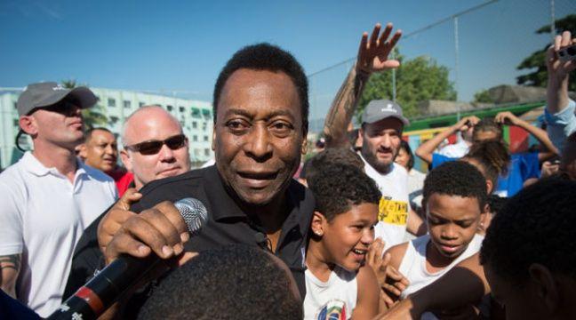 Pelé lors de l'inauguration d'un terrain de football le 27 juin 2014. – YASUYOSHI CHIBA / AFP
