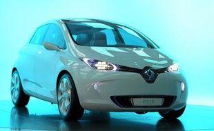 Renault peut continuer pour l'instant à appeler sa future voiture électrique Zoé, après le revers imposé mercredi par un juge parisien à des familles qui voulaient empêcher le constructeur automobile d'utiliser le prénom de leurs enfants.