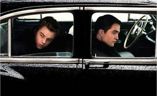Dane DeHaan et Robert Pattinson dans Life