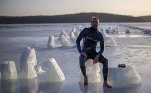 Arthur Guérin-Boëri, 36 ans, vient de réaliser un record du monde en apnée dynamique sur 120 m dans un lac à 0° C en Finlande avec une combinaison de 2 mm