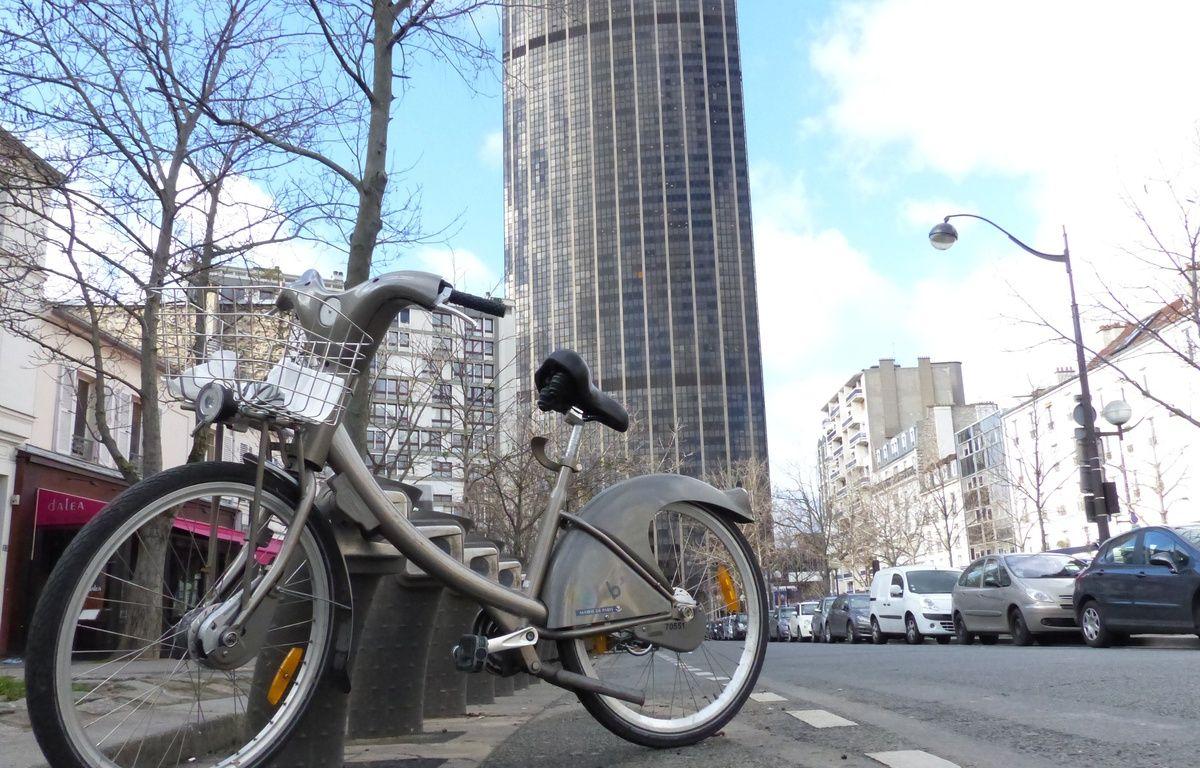 Une station Vélib' à deux pas de la tour Montparnasse, à Paris. – F. Pouliquen / 20 Minutes