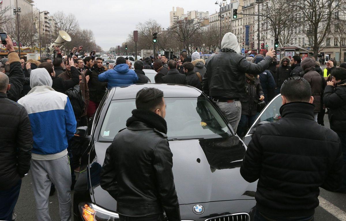 Les chauffeurs de VTC se sont de nouveau réunis sur la place de la Nation à Paris, le 5 février 2016. – AFP