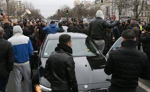 Les chauffeurs de VTC se sont de nouveau réunis sur la place de la Nation à Paris, le 5 février 2016.