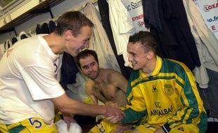 L'ancien attaquant du FCN Pierre Aristouy en 2000 (avec Nicolas Gillet à gauche).