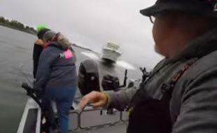 Les trois pêcheurs ont sauté de leur embarcation juste avant la collision.