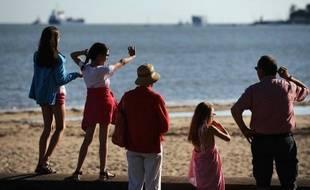 Une famille sur la plage de Saint-Nazaire