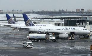 Des avions United Airlines à l'aéroport LaGuardia de New York (Etats-Unis).