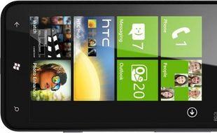Le smartphone HTC Titan, équipé de Windows Phone 7.5 «Mango».