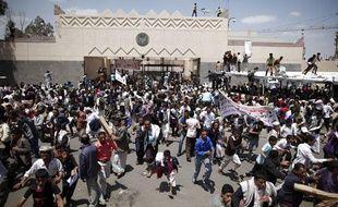 Manifestation contre l'ambassade américaine à Sanaa (Yémen), après la diffusion d'un film américain anti-islam, le 13 septembre 2012.