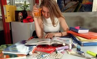 Photo d'illustration d'une étudiante tentée par le dopage en période de révision