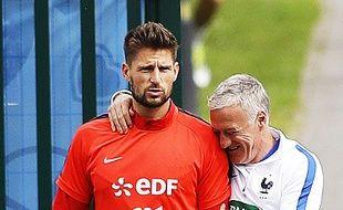 Benoît Costil et Didier Deschamps pendant l'Euro 2016.