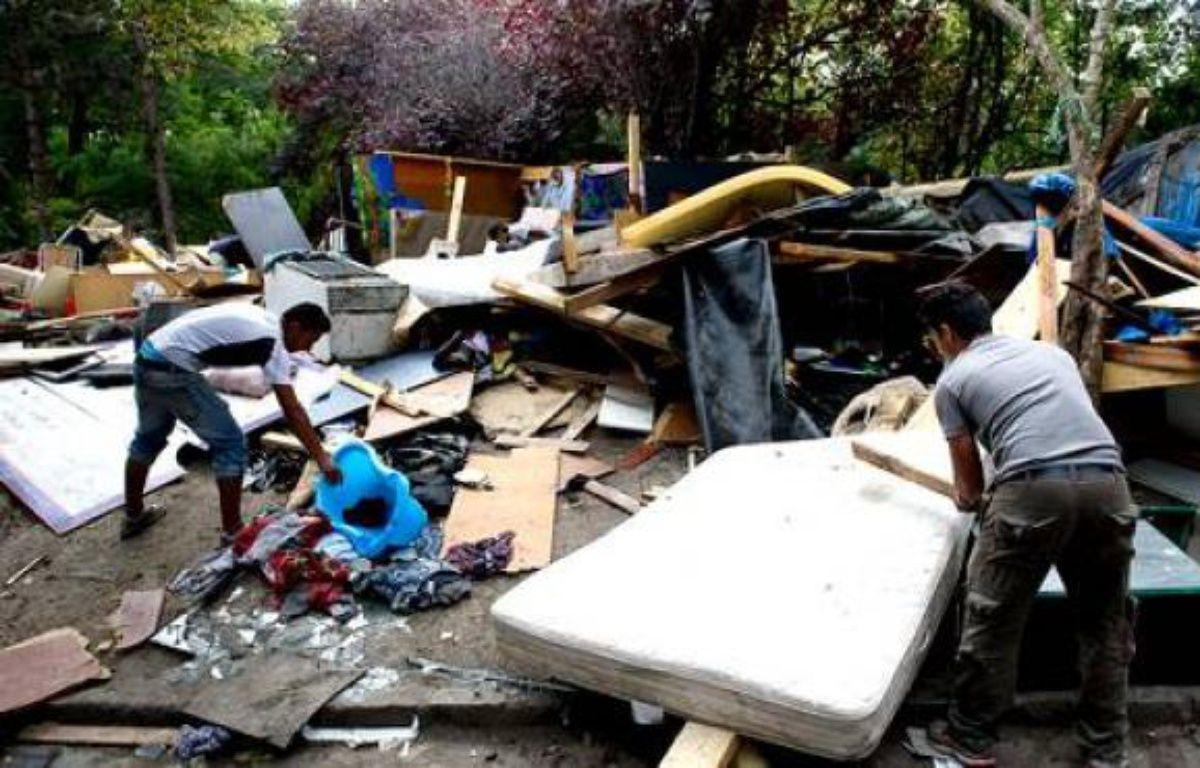 Camp de Roms sur la route de la Courneuve (Seine-Saint-Denis) évacué, démantelé et brûlé, le 1er septembre 2011. – A.GELEBART / 20 MINUTES