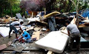 Camp de Roms sur la route de la Courneuve (Seine-Saint-Denis) évacué, démantelé et brûlé, le 1er septembre 2011.