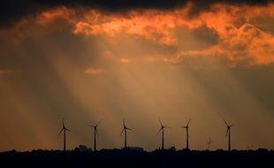 Un alignement d'éoliennes à Bremerhaven, dans le nord de l'Allemagne.