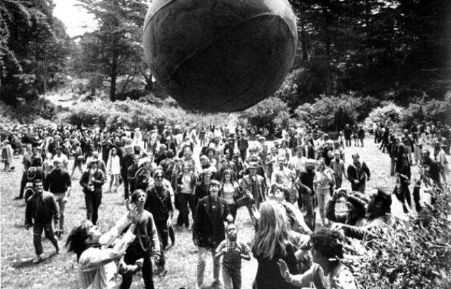 Le premier jour de l'été fêté dans le Golden Gate Park de San Francisco, le 21 juin 1967.