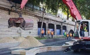 Le sable qui va servir cette nouvelle édition de Paris-Plages a été livré, jeudi 17 juillet 2014.