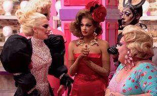 Lady Gaga, Valentina (robe rouge), Nina Bonina Brown et Eureka O'Hara (chemisier à poids), dans «RuPaul's Drag Race» saison 9.