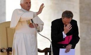 Benoît XVI s'est expliqué dans une lettre aux évêques sur sa décision de lever l'excommunication des prélats intégristes dont un négationniste, a annoncé le Vatican mercredi, précisant que cette lettre serait rendue publique jeudi.
