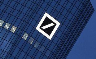 Logo de la Deutsche Bank dans son Francfort, photographié le 8 décembre 2011