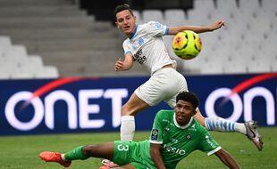 Ici au tacle face au Marseillais Florian Thauvin, Wesley Fofana va réaliser l'un de ses rêves en découvrant bientôt la Premier League. Christophe SIMON