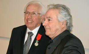 """André Vézinhet a reçu la Légion d'honneur des mains de son """"ami"""" acteur."""