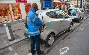 Paris le 05 décembre 2011. Inauguration du concept de voiture électrique en libre service Autolib'