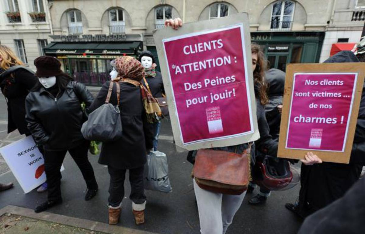 Manifestation des prostituées contre la pénalisation  de la prostitution et la répression policière des clients à Paris le 7 décembre 2011. – A. GELEBART / 20 MINUTES