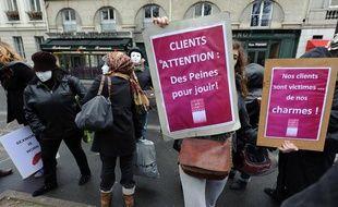 Manifestation des prostituées contre la pénalisation  de la prostitution et la répression policière des clients à Paris le 7 décembre 2011.
