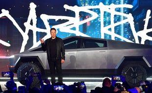 Elon Musk présente son cybertruck électrique, le 21 novembre 2019.