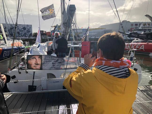 Le public est libre de prendre en photo les skippers encore là.