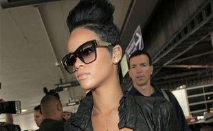 La chanteuse Rihanna arrive à l'aéroport LAX de Los Angeles, le 31 mai 2009.