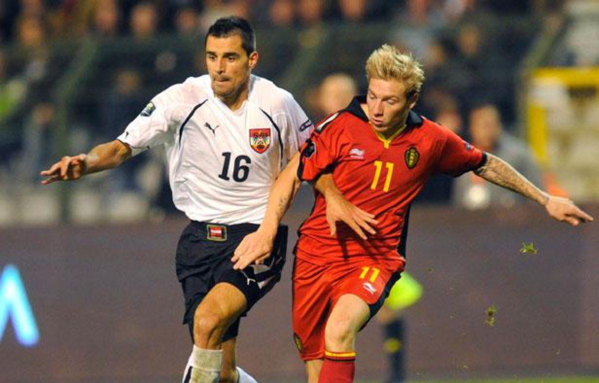 Jonathan Legear sous le maillot de la Belgique (à droite) le 12 octobre 2010 face à l'Autriche. – JOHN THYS / AFP