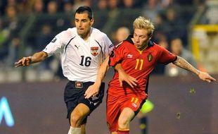 Jonathan Legear sous le maillot de la Belgique (à droite) le 12 octobre 2010 face à l'Autriche.