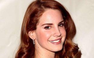Lana Del Rey sur le tapis rouge des 54e Grammy Awards.