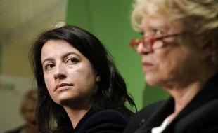 """Cécile Duflot a commencé jeudi en Aquitaine sa """"tournée générale"""" de soutien à Eva Joly, alors que les critiques se multiplient à l'égard de la candidate d'Europe Ecologie-Les Verts à la présidentielle, qui stagne sous les 4% dans les sondages."""