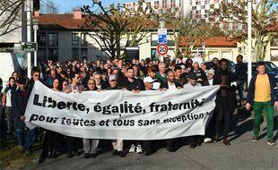 """Des habitants de Bayonne participent à une """"marche pour la paix"""", le 15 décembre 2019."""