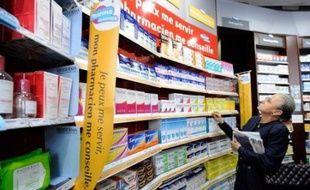 Le ministère de la Santé a présenté mardi une liste de plus de 200 médicaments, vendus sans ordonnance et non-remboursables, qui pourront désormais être proposés en accès libre dans les pharmacies, aux termes du décret publié le même jour au Journal officiel.