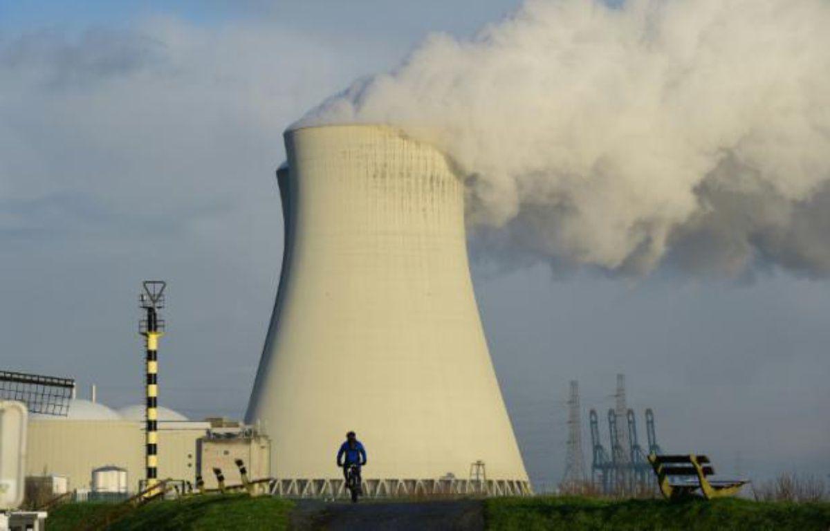 La centrale nucléaire de Doel, en Belgique, le 12 janvier 2016 – EMMANUEL DUNAND AFP