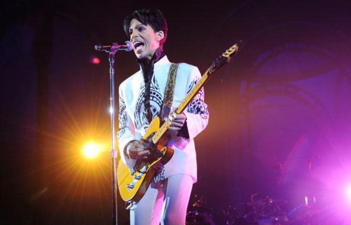 Le chanteur Prince en concert au Grand Palais à Paris, le 11 octobre 2009. – B. GUAY / AFP