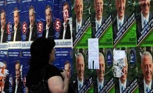 Les Géorgiens ont commencé à voter lundi aux élections législatives où le parti du président Mikheïl Saakachvili affronte une coalition d'opposition dirigée par un milliardaire.