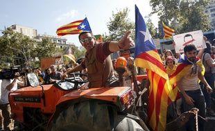Un agriculteur devant l'université de Barcelone lors d'une manifestation en faveur de l'indépendance de la Catalogne