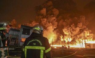 Un incendie s'est déclaré dans l'usine Lubrizol, classée Seveso, à Rouen, le 26 septembre 2019.