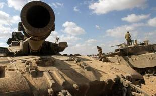Soldats israéliens positionnés le 26 juillet 2014 le long de la frontière avec la Bande de Gaza